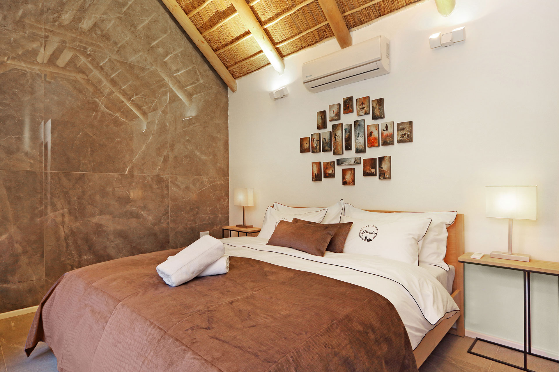 Garden Retreat's Deluxe Cottage bedroom